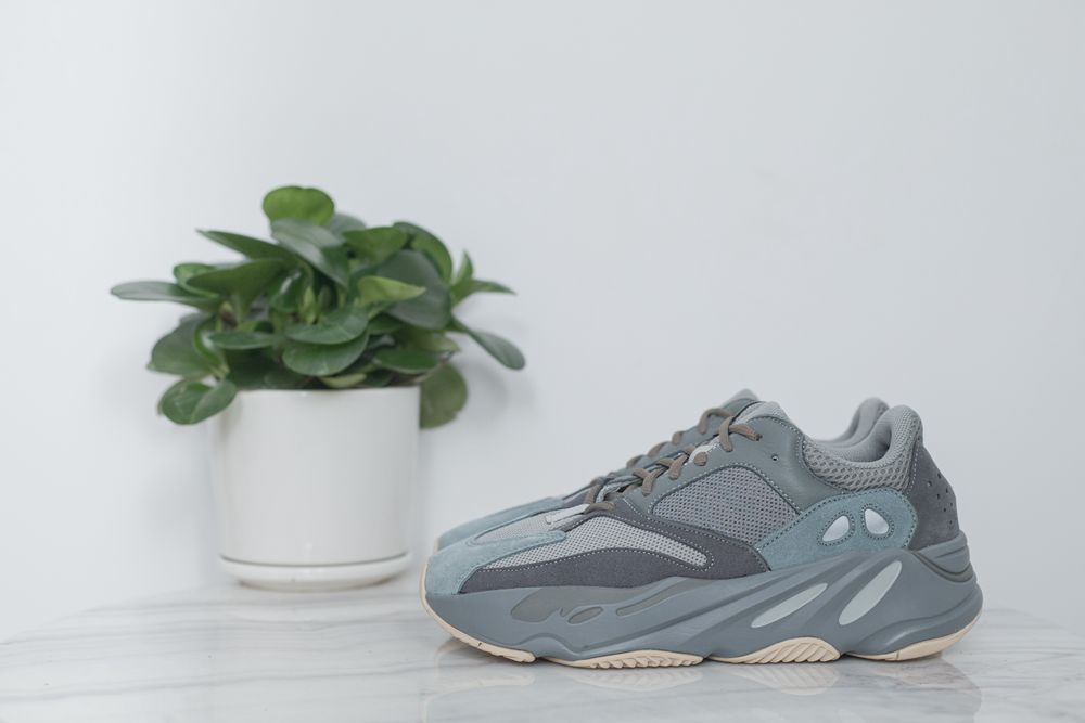 YEEZY700 TEAL BLUE