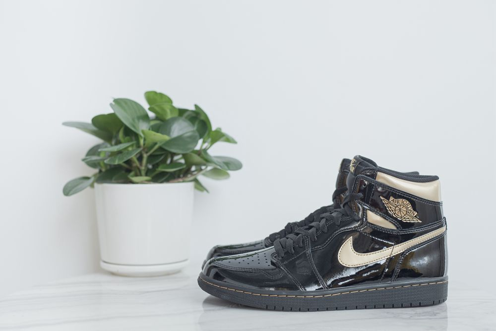 "Air Jordan 1 High OG ""BlackMetallic Gold"""