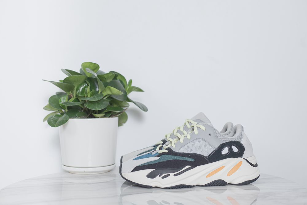 ADIDAS YEEZY 700 RUNNER GREY