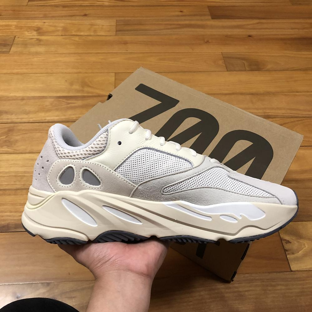 YEEZY 700 BOOST ANALOG RUNNER