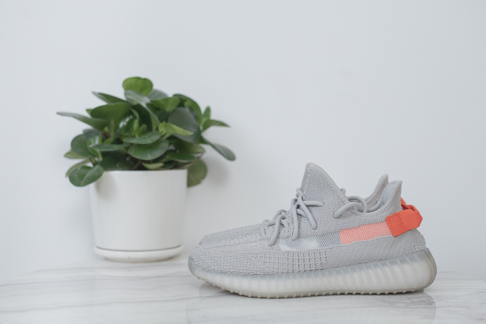 adidas yeezy 350 v2  'Tail Light'