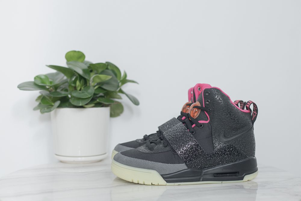 NIKE AIR YEEZY1 BLINK